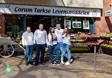 Familliebedrijf Corum Turkse Levensmiddelen op de Markt in Zeist