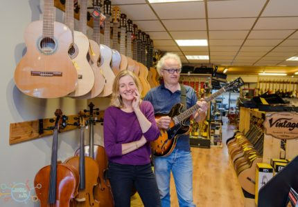 Muziekwinkel Zeist sinds 1 juli 2016 Liesbeth Steffens en Marius Beets, bevlogen en gedreven musici.